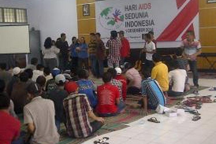 Peringatan Hari AIDS Sedunia di Rutan Medaeng Surabaya.