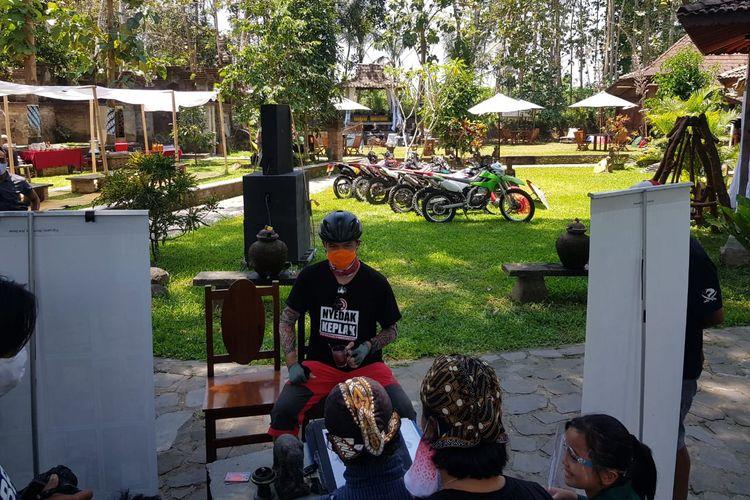 Gubernur Jawa Tengah Ganjar Pranowo saat mencoba wisata motor trail di Borobudur