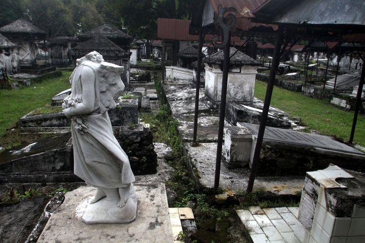 Sisa bangunan mewah di komplek Makam Peneleh Surabaya.