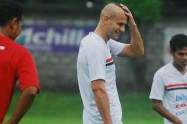 Bek Bali United, Kiko Insa.