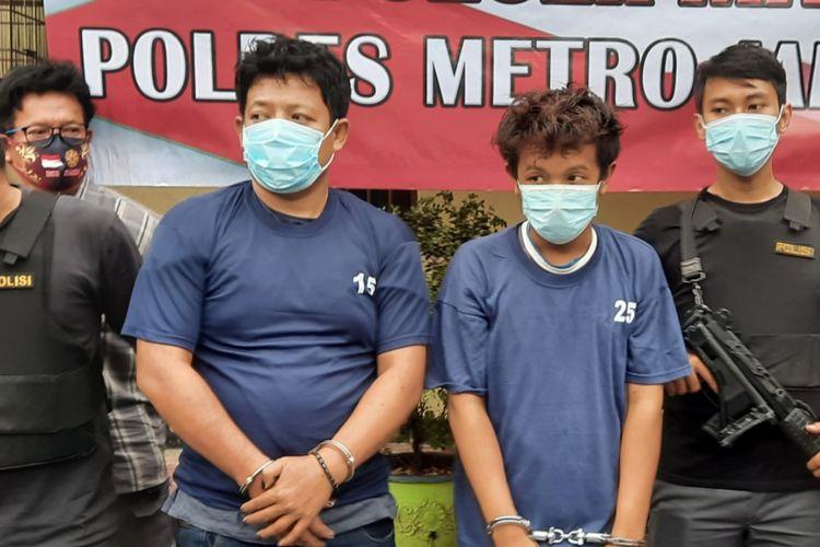 Dua pembunuh wanita hamil, Hendra (baju nomor 15) dan Fauzi (baju nomor 25) di Polsek Makasar, Rabu (16/12/2020)