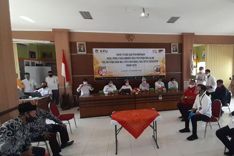 Rapat Pleno dan Penyampaian Hasil Penelitian Administrasi Persyaratan Calon dalam Pemilihan Wali Kota dan Wakil Wali Kota Surakarta Tahun 2020 di Komisi Pemilihan Umum (KPU) Solo, Jawa Tengah, Senin (14/9/2020).
