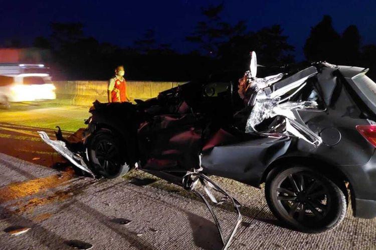 Mobil Wakapolres Lampung Utara Kompol Rosef Efendi yang ringsek setelah mengalami kecelakaan lalu lintas di Tol Sumatera.