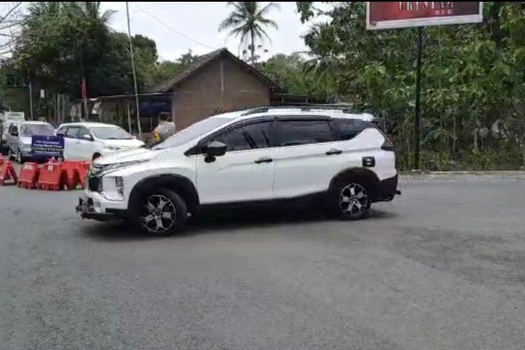 kendaraan Wisatawan diputar Balik di pertigaan Mulo Wonosari Gunungkidul Minggu (26/9/2021)