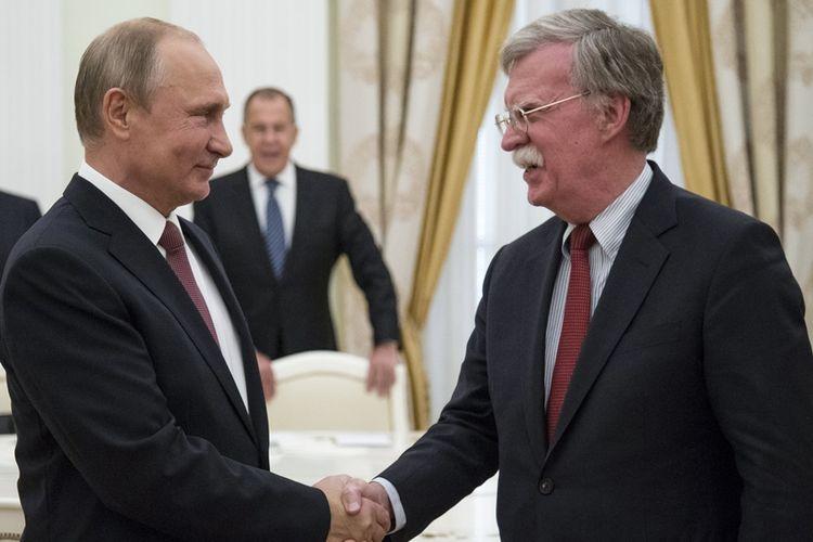 Presiden Rusia Vladimir Putin menerima kunjungan dari Penasihat Keamanan Nasional AS, John Bolton di Moskwa, Rabu (27/6/2018).