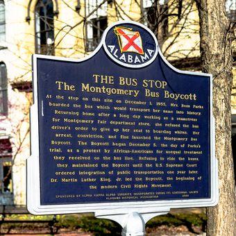 Penanda bersejarah untuk atas aksi boikot bus Montgomery di pusat kota Montgomery. Boikot ini menandai awal dari gerakan hak-hak sipil modern.