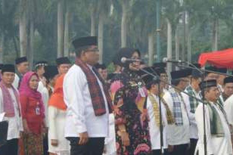 Plt Gubernur DKI Jakarta Sumarsono dan Plt Irjen Kemendagri Sri Wahyuningsih dalam apel saber pungli di lapangan Monas, Kamis (24/11/2016).