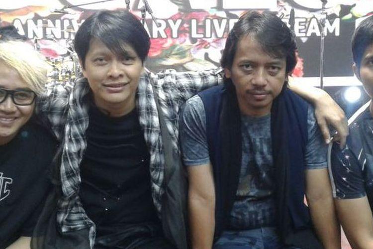 Band GIGI--(dari kiri ke kanan) Thomas Ramdhan, Armand maulana, Dewa Budjana, dan Hendy--diabadikan pada perayaan ulang tahun ke-23 GIGI di Shoemaker Music Studio, Cikini, Jakarta Pusat, Rabu (22/3/2017).