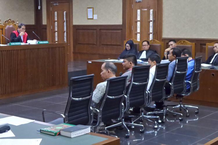 Anak buah Tubagus Chaeri Wardana bersaksi untuk terdakwa mantan Gubernur Banten, Atut Chosiyah di Pengadilan Tipikor Jakarta, Rabu (5/4/2017).