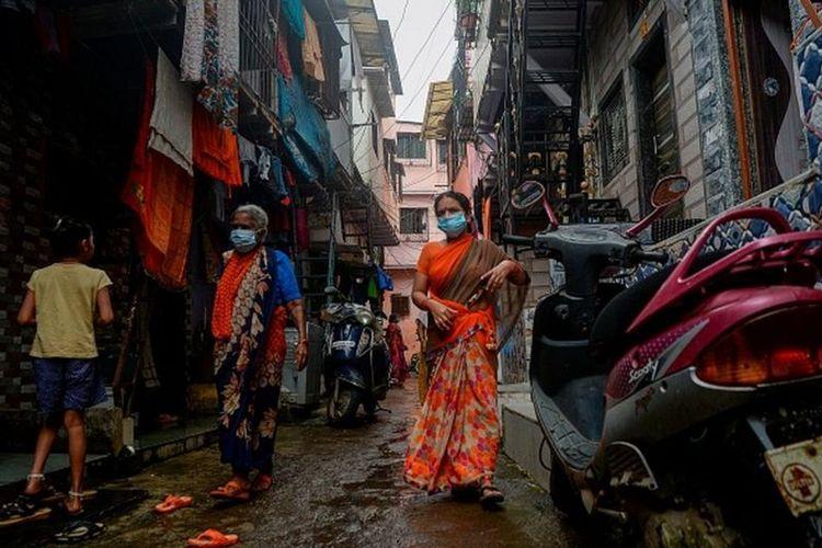 Jutaan orang India tinggal di lingkungan perumahan yang padat.