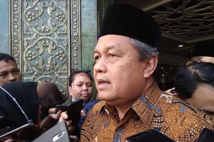 Gubernur Bank Indonesia Perry Warjiyo saat memaparkan kestabilan inflasi di Kompleks Masjid BI Jakarta, Jumat (31/5/2019)