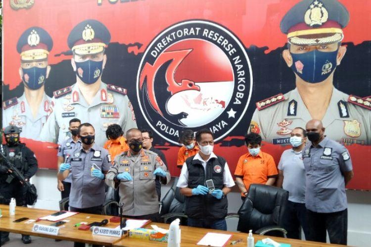 Ditresnarkoba Polda Metro Jaya menangkap anak penyanyi dangdut Rita Sugiarto yang berinisial RZ terkait dugaan penyalahgunaan narkotika di salah satu kamar hotel kawasan Jakarta Timur, Senin (17/5/2021).