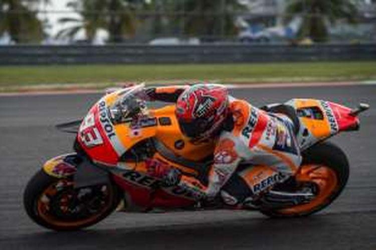 Pebalap Repsol Honda Team asal Spanyol, Marc Marquez, memacu motornya pada sesi latihan bebas ketiga GP Malaysia di Sirkuit Sepang, Sabtu (29/10/2016).
