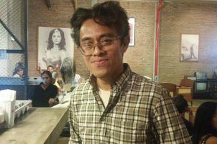 Riri Riza diabadikan usai menjadi moderator diskusi film di Paviliun 28, Jakarta Selatan, Kamis (8/10/2015) malam.