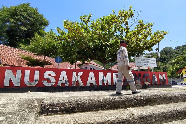 Suasana di Dermaga Sodong Pulau Nusakambangan, Kabupaten Cilacap, Jawa Tengah, beberapa waktu lalu.