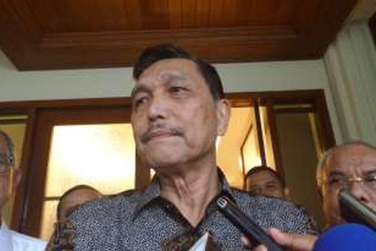 Menteri Koordinator bidang Politik, Hukum dan Keamanan, Luhut Binsar Pandjaitan di Kantor Kemenkopolhukam, Jakarta, Senin (11/7/2016)