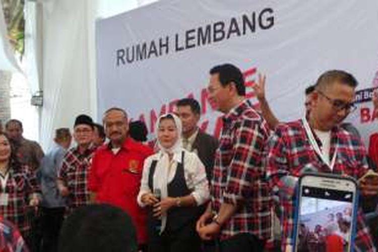 Hasnaeni alias Wanita Emas mendukung pasangan calon Ahok-Djarot pada Pilkada DKI Jakarta 2017, di Rumah Lembang, Menteng, Jakarta Pusat, Kamis (24/11/2016).