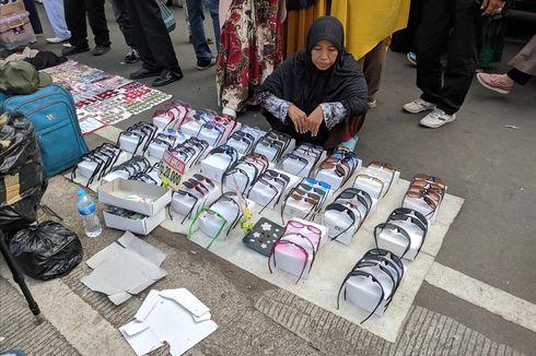 Pedagang Kacamata Panen Pembeli Saat Aksi Kawal Sidang Putusan MK