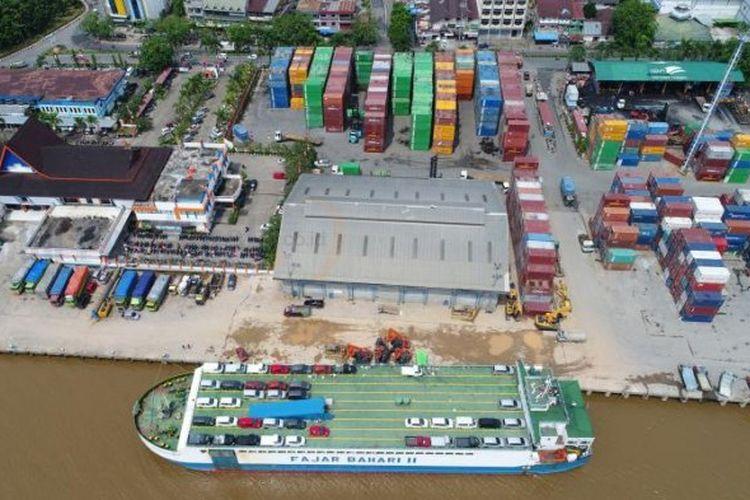Pelabuhan penumpang dan terminal peti kemas di Pelabuhan Dwikora Pontianak, Jalan Pak Kasih, Pontianak, Kalimantan Barat, Jumat (25/8/2017) pagi.
