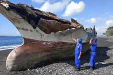 Bangkai Kapal Misterius Terdampar di Bali