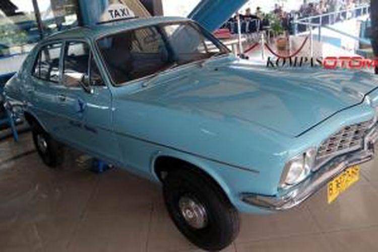 Holden Torana 1972, taksi pertama Blue Bird, kini dipamerkan di Museum Transportasi Indonesia di Taman Mini Indonesia Indah.