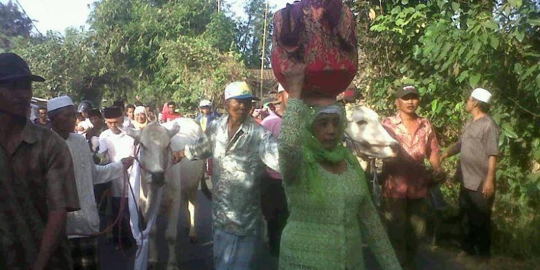 Tradisi Manten Sapi merupakan tradisi menghias hewan kurban menjelang hewan kurban yang digelar di warga Wates Tani Kabupaten Pasuruan Jawa Timur