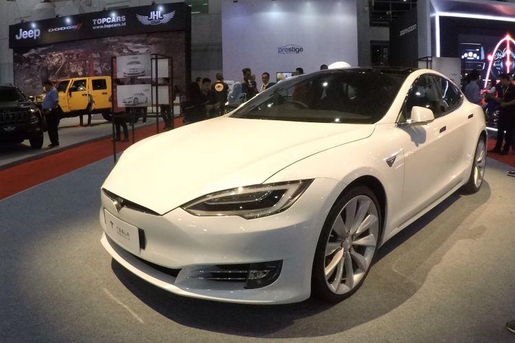 Tesla Model S P100D yang dipajang di IIMS 2017. Model ini dijual dengan banderol Rp 4,4 miliar.