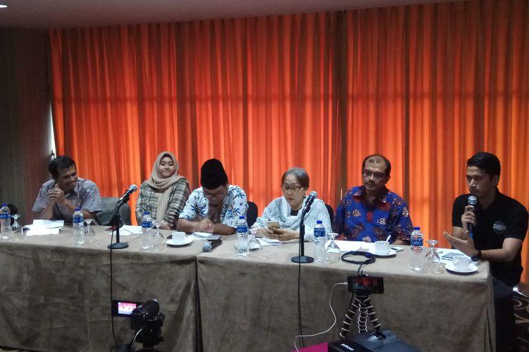 Ketiga dari kanan: Koordinator Aliansi Masyarakat Sipil untuk Perempuan Politik (Ansipol) dalam diskusi di bilangan Halimun, Jakarta Selatan, Jumat (19/5/2017).