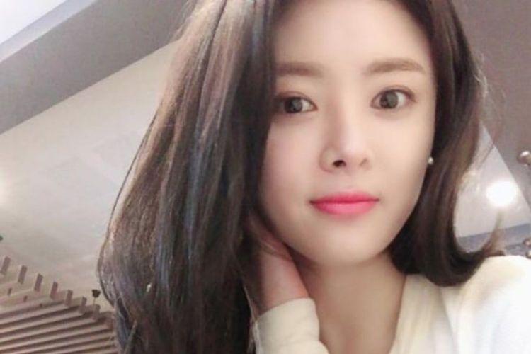 Aktris Han Ji Seong yang meninggal dunia karena mengalami kecelakaan mobil di jalan tol Korea Selatan pada 6 Mei 2019.