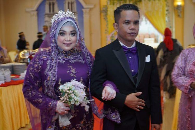 Bau Tenri Abeng (31)  dan Raja Muhammad Hasbi di Makassar, Sulawesi Selatan.