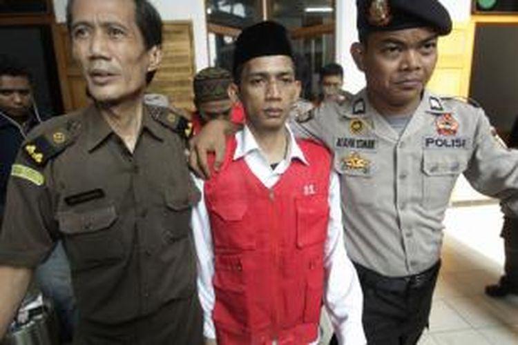 Terdakwa kasus kejahatan seksual di Jakarta International School (JIS), Zainal Abidin hendak menjalani sidang perdana di Pengadilan Negeri Jakarta Selatan, Rabu (27/8/2014).