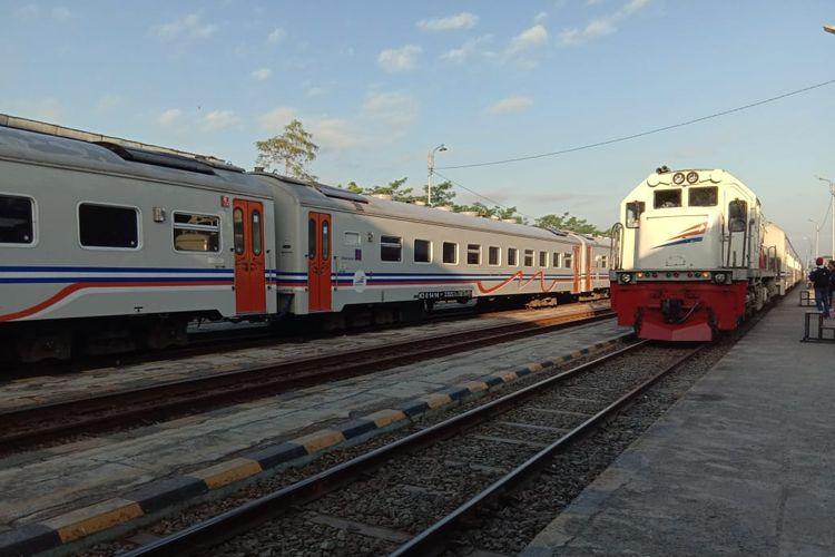 Moda transportasi publik kereta api