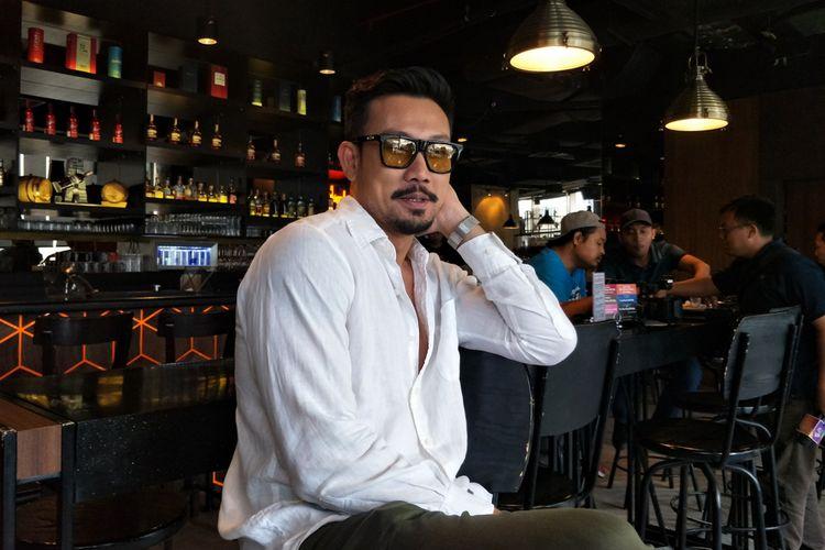 Artis peran Denny Sumargo saat menggelar jumpa pers di kawasan Mega Kuningan, Jakarta Selatan, Kamis (7/3/2019).