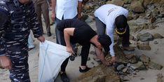 Atasi Limpah Plastik, Warga Trenggalek Bersih-Bersih Lingkungan