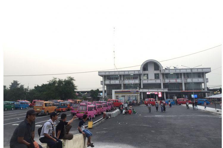 Terminal Sementara, depan Stasiun Depok Baru, Jalan Arif Rahman, Depok, Selasa (31/7/2018).