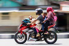 Dosa Membonceng Anak Kecil dengan Sepeda Motor