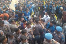Demo di Gedung KPK Ricuh, Polisi-Massa Saling Dorong