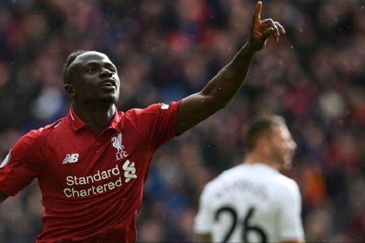 Sadio Mane merayakan golnya pada pertandingan Liverpool vs Burnley dalam lanjutan Liga Inggris di Stadion Anfield, 10 Maret 2019.