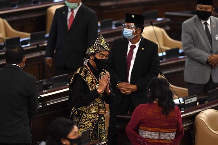 Presiden Joko Widodo tiba di lokasi sidang tahunan MPR dan Sidang Bersama DPR-DPD di Kompleks Parlemen, Senayan, Jakarta, Jumat (14/8/2020). Kepala Negara memilih menggunakan pakaian adat Sabu, Nusa Tenggara Timur, pada sidang tahunan yang digelar di tengah pandemi Covid-19 kali ini.