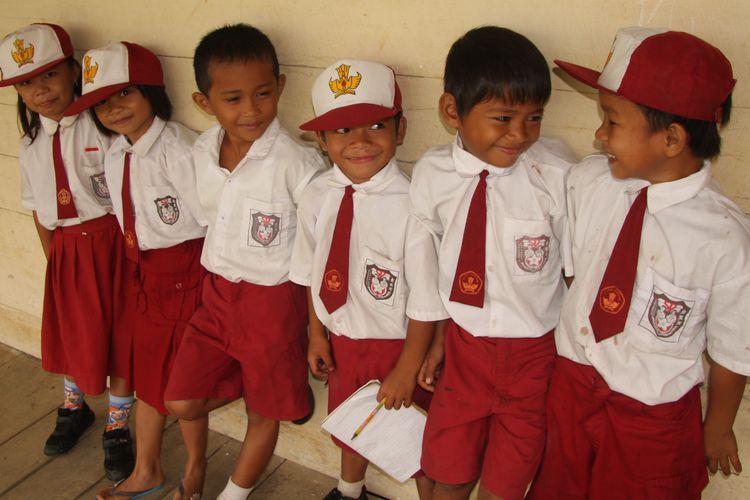 Menghadapi era abad ke-21, manusia Indonesia haruslah berasal dari murid SD/MI yang wajib tuntas dalam kedisiplinan berfikir berlandaskan dengan ketrampilan dasar matematika, sains dan membaca sehingga mampu bersikap rasional dalam kehidupan.