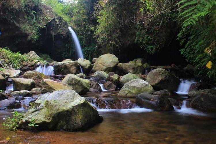 Salah satu curug dari tiga curug yang bisa dinikmati di Wisata Alam Capolaga