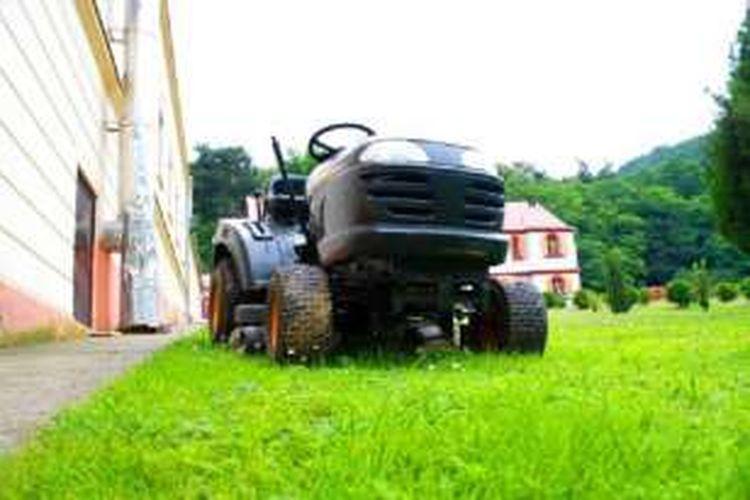 Foto ilustrasi: mesin pemotong rumput.