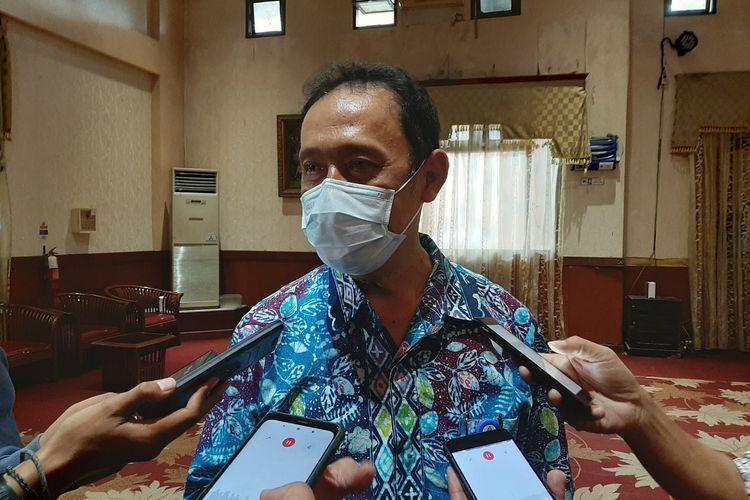 Kepala Dinas Kesehatan Kabupaten Sleman Joko Hastaryo saat menemui wartawan.