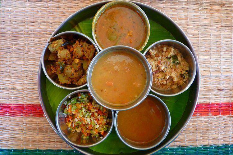 Thali, penyajian dalam mangkuk-mangkuk kecil dari beberapa hidangan khas India