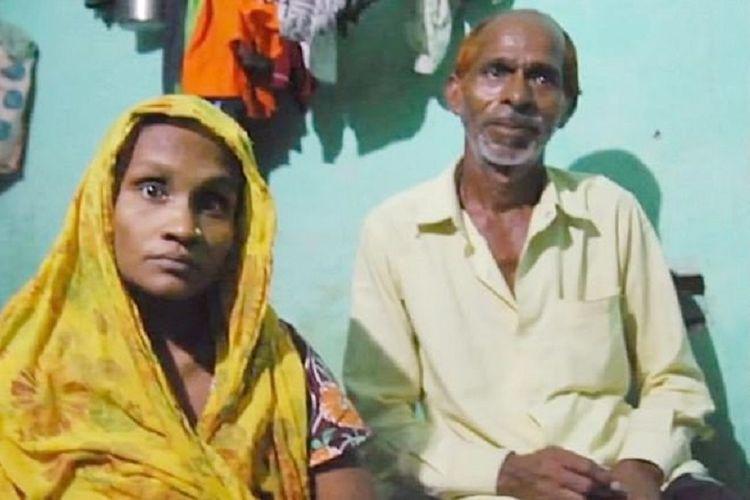 Shiv Charan (kanan) dan Babita, pasangan suami istri di India yang mengaku terpaksa menjual bayi mereka kepada rumah sakit karena tidak punya uang untuk membayar biaya persalinan.