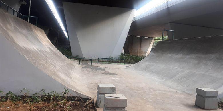 Lintasan skateboard di taman skatepark, Slipi Petamburan, Jakarta Pusat. Foto diambil Senin (17/12/2018).