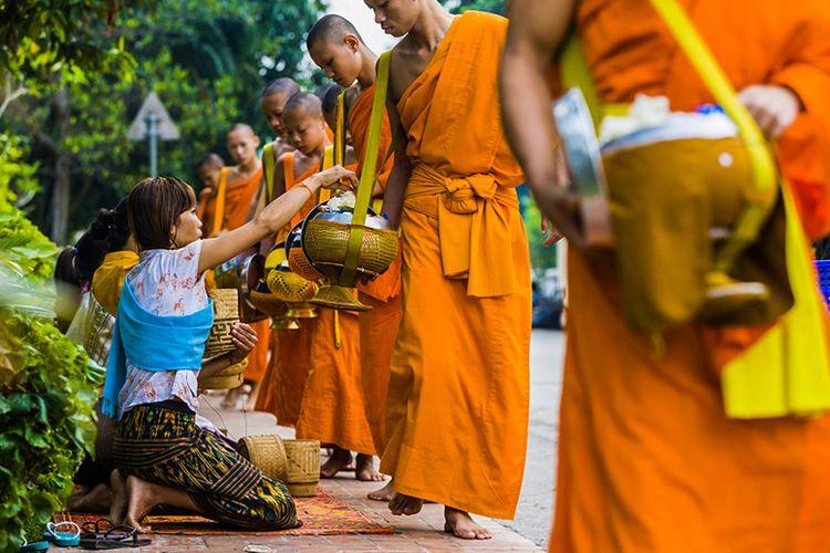 Biksu di Negara Laos.