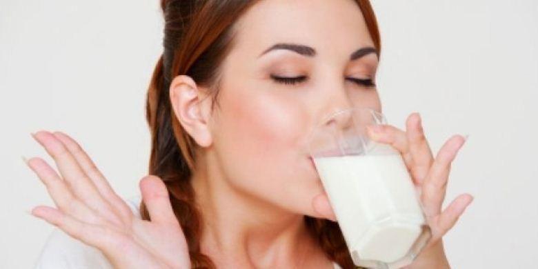 Ilustrasi minum susu