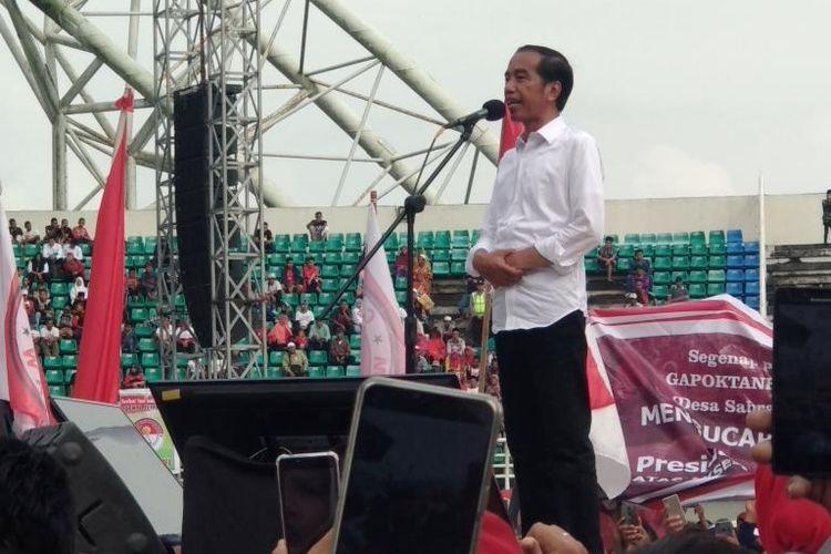Calon presiden nomor urut 01 Joko Widodo (Jokowi) saat Berkampanye di Stadion Jember Sport Garden (JSG) di Desa Ajung, Kecamatan Ajung, Kabupaten Jember, Jawa Timur, Senin (25/3/2019).