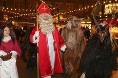 7 Tradisi Unik Perayaan Natal di Dunia, Ada Parade Kostum Seram